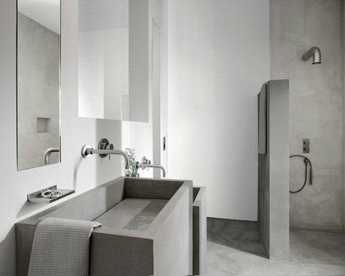 amnagement dune salle de bain mditerranenne avec une douche ouverte un mur blanc - Carrelage Salle De Bain Effet Beton