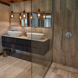 Imagen de cuarto de baño con ducha, rústico, de tamaño medio, con puertas de armario grises, bañera encastrada, ducha a ras de suelo, baldosas y/o azulejos grises, losas de piedra, paredes grises, suelo de mármol, lavabo tipo consola y encimera de mármol