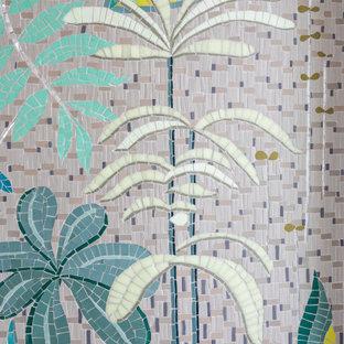Esempio di una stanza da bagno con doccia design di medie dimensioni con top in saponaria, top grigio, un lavabo, piastrelle multicolore, piastrelle a mosaico, pareti multicolore e pavimento con piastrelle a mosaico