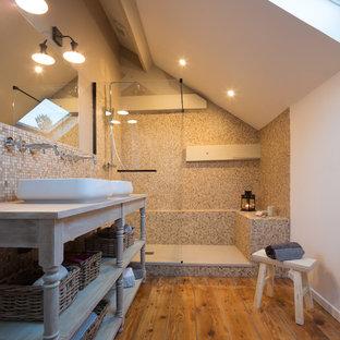 Idées déco pour une douche en alcôve classique avec un placard sans porte, un carrelage beige, carrelage en mosaïque, un mur blanc, un sol en bois brun, une vasque, un plan de toilette en bois, un sol marron, aucune cabine et un plan de toilette gris.