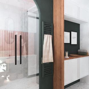 Inspiration pour une petit salle de bain bohème avec des portes de placard blanches, un carrelage blanc, du carrelage en marbre, un mur rose, un sol en terrazzo, un lavabo posé, un sol blanc, une cabine de douche à porte battante, meuble double vasque et un plafond à caissons.