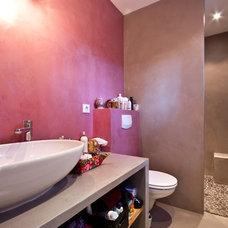 Mediterranean Bathroom by Décoration et provence