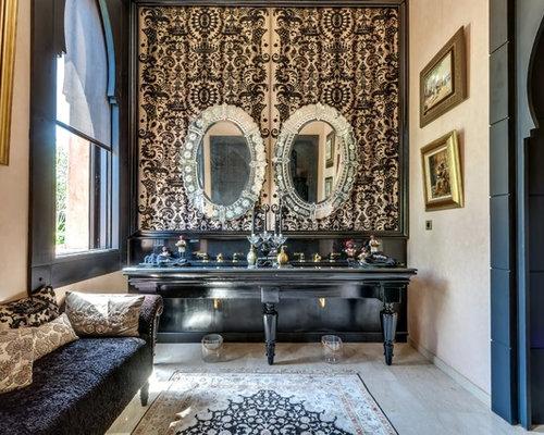 Stanza da bagno con piastrelle nere marocco foto idee arredamento