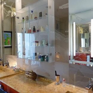 Ispirazione per una stanza da bagno padronale classica di medie dimensioni con nessun'anta, ante rosse, piastrelle beige, pareti beige, lavabo a consolle, bidè, piastrelle a listelli, pavimento in cementine, top in laminato e pavimento beige