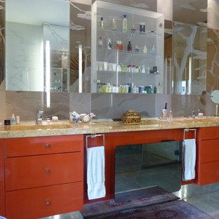 Idee per una stanza da bagno padronale chic di medie dimensioni con nessun'anta, ante rosse, piastrelle beige, pareti beige, lavabo a consolle, bidè, piastrelle a listelli, pavimento in cementine, top in laminato e pavimento beige