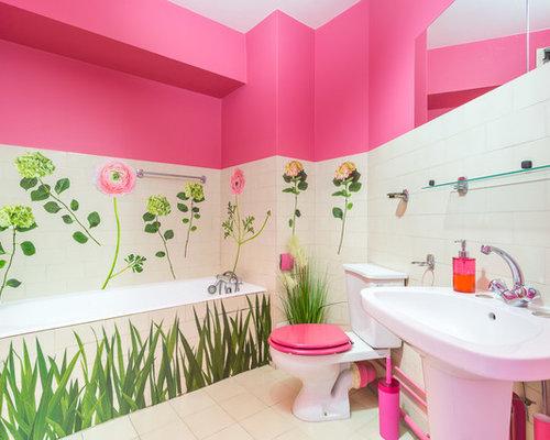 Bagno con pavimento con cementine e piastrelle rosa foto idee