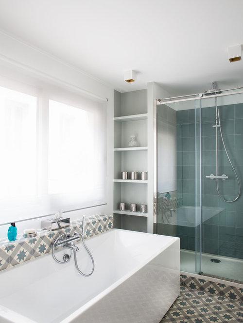 ides dco pour une douche en alcve principale scandinave de taille moyenne avec une baignoire indpendante - Salle De Bain Gris Et Bleu