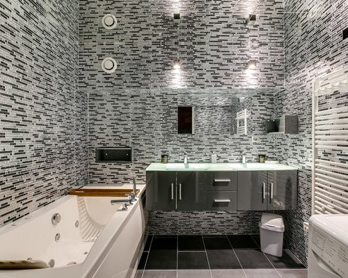 Inspiration For A Medium Sized Contemporary Ensuite Bathroom In Paris With Grey Cabinets Ceramic Flooring
