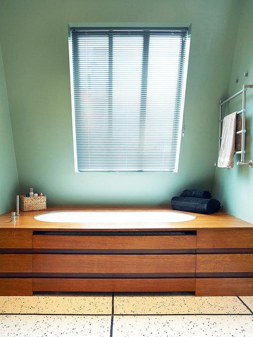 Salle de bain avec une baignoire encastr e photos et id es d co de salles d - Taille moyenne salle de bain ...