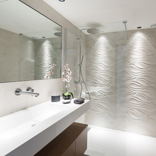 Design ideas for a mid-sized contemporary 3/4 bathroom in Nice with a curbless shower, a two-piece toilet, white tile, cement tile, white walls, an undermount sink, stainless steel benchtops and an open shower.