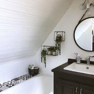 Salle de bain rétro avec un sol en vinyl : Photos et idées déco de ...
