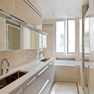 Idée de décoration pour une salle de bain design.