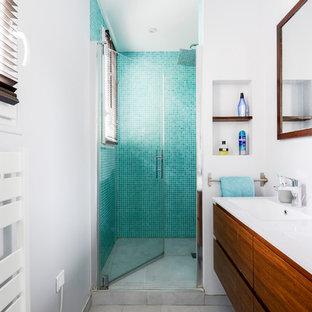 Inspiration Pour Une Douche En Alcôve Design Avec Un Placard à Porte Plane,  Des Portes