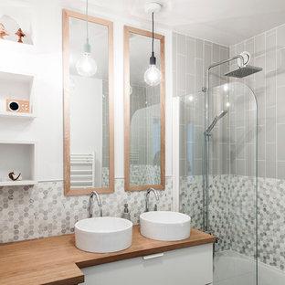 Idée De Décoration Pour Une Douche En Alcôve Principale Design Avec Un  Placard à Porte Plane