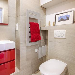 Imagen de cuarto de baño moderno con baldosas y/o azulejos grises, suelo de baldosas de cerámica, suelo gris y encimeras rojas