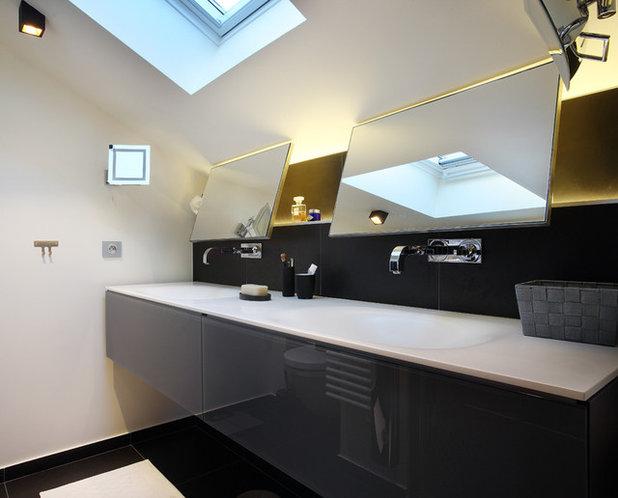 12 astuces gain de place pour optimiser une petite salle for Miroir salle de bain sous pente