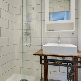 Foto di una piccola stanza da bagno con doccia moderna con nessun'anta, ante beige, doccia a filo pavimento, piastrelle bianche, piastrelle diamantate, pareti bianche, pavimento in cementine, lavabo a bacinella, top in legno, pavimento grigio, doccia aperta e top beige