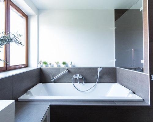 Salle de bain avec une douche l 39 italienne et des - Taille douche a l italienne ...