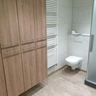 Ispirazione per una stanza da bagno padronale design con ante marroni, doccia doppia, WC sospeso, piastrelle in ceramica, pareti grigie, pavimento in linoleum, lavabo a consolle, pavimento beige, porta doccia a battente e top bianco