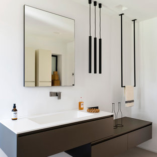 Example Of A Minimalist 3/4 Beige Floor Bathroom Design In Nice With Flat