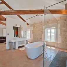 Contemporary Bathroom by renosud.com
