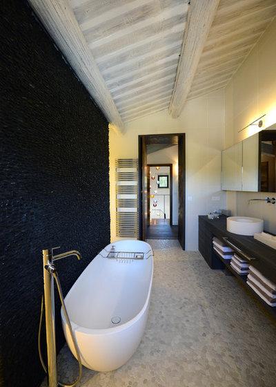 quel sol poser dans la salle de bains. Black Bedroom Furniture Sets. Home Design Ideas