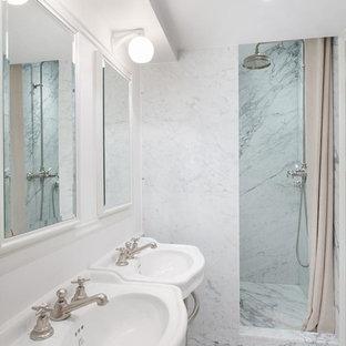 Exemple d'une salle d'eau chic.