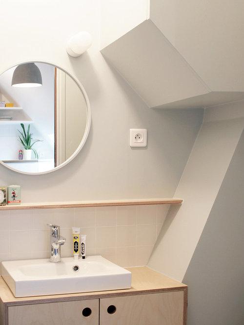 exemple dune petite salle deau tendance avec des portes de placard en