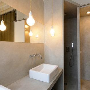 Esempio di una stanza da bagno con doccia contemporanea di medie dimensioni con lavabo a bacinella, top in cemento, pareti grigie, pavimento in cemento e doccia alcova