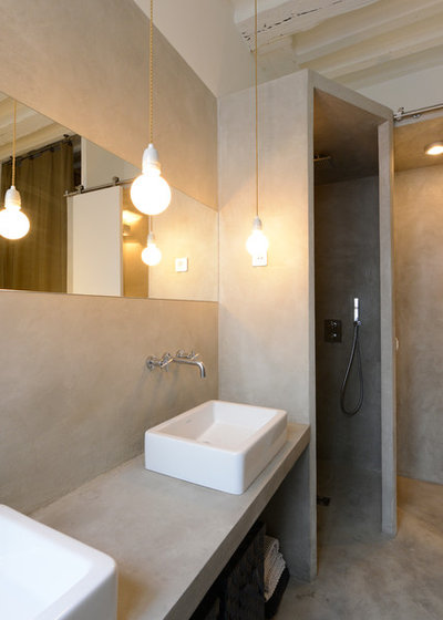 Contemporary Bathroom by Edouard Vigreux - Architecte DPLG