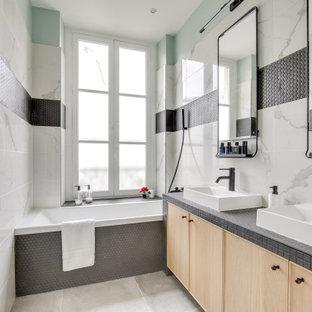 Cette photo montre une salle de bain scandinave.