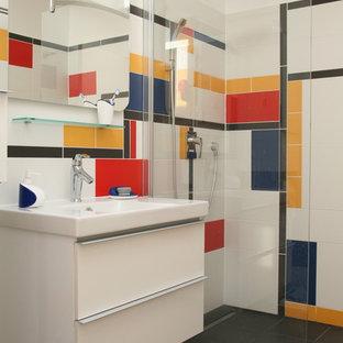 Cette photo montre une salle de bain principale tendance.