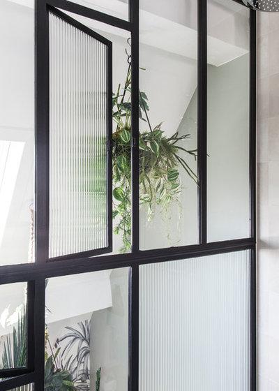 Contemporary Bathroom by atelier daaa