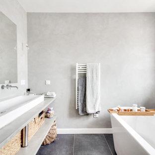 Inspiration pour une grand salle de bain design.