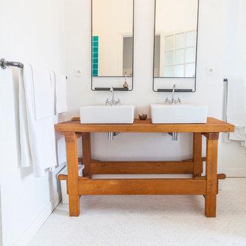 Salle de bain classique dans un appartement haussmmanien