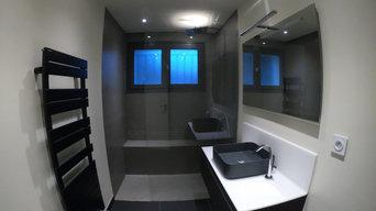 SAlle de bain complète - douche sur mesure en solid surface de plein pied