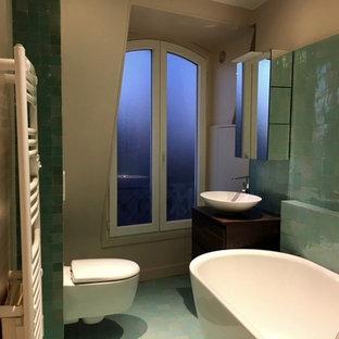 Esempio di una stanza da bagno per bambini contemporanea di medie dimensioni con vasca da incasso, piastrelle verdi, piastrelle in terracotta, pavimento in terracotta e pavimento rosa