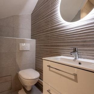 Réalisation d'une salle d'eau design de taille moyenne avec un placard à porte plane, des portes de placard blanches, un WC suspendu, un carrelage gris, des carreaux de porcelaine, un sol en carrelage de porcelaine, un lavabo intégré, un sol gris, un plan de toilette blanc, meuble simple vasque et meuble-lavabo suspendu.