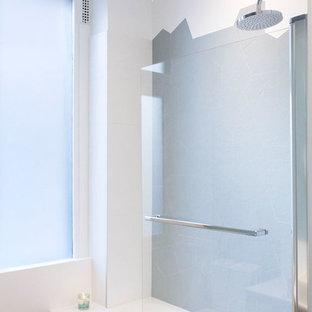 Ejemplo de cuarto de baño principal, nórdico, de tamaño medio, con puertas de armario de madera clara, bañera encastrada sin remate, suelo de madera oscura, lavabo encastrado, encimera de terrazo y encimeras blancas