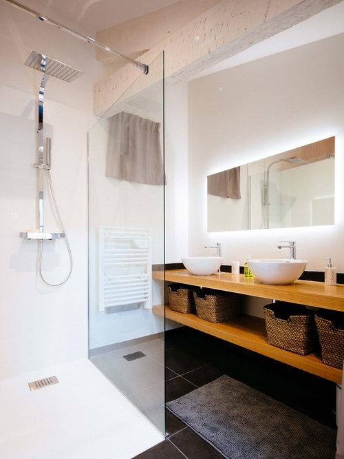 Foto e idee per bagni bagno scandinavo con pavimento con for Derriere la salle de bain
