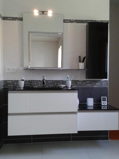 Salle de bains en m lamin blanc brillant for Faience salle de bain blanc brillant