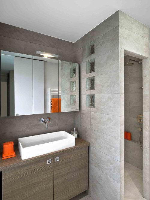 Salle d 39 eau de taille moyenne avec un carrelage gris photos et id es d - Taille moyenne salle de bain ...