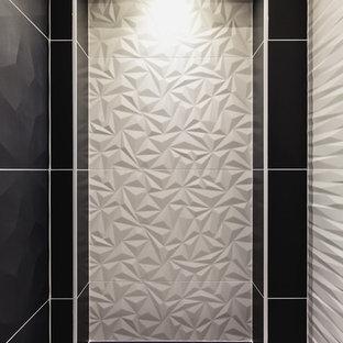 Idee per una piccola stanza da bagno con doccia contemporanea con ante a filo, ante in legno chiaro, doccia a filo pavimento, piastrelle bianche, piastrelle in ceramica, pareti bianche, pavimento in cementine, lavabo a consolle, top in superficie solida, pavimento arancione e porta doccia a battente