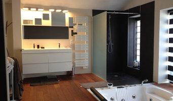 Sèche-serviettes et éclairage en salle de bain