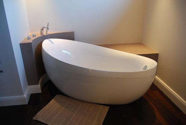 moderne salle de bain by calme interieur with comment cacher un wc dans une salle de bain. Black Bedroom Furniture Sets. Home Design Ideas
