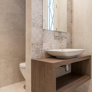 Amazing Cette Image Montre Une Salle De Bain Principale Design De Taille Moyenne  Avec Une Vasque,