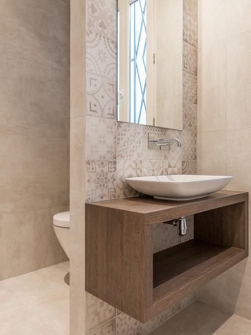 salle de bain avec un carrelage beige et un wc suspendu photos et id es d co de salles de bain. Black Bedroom Furniture Sets. Home Design Ideas