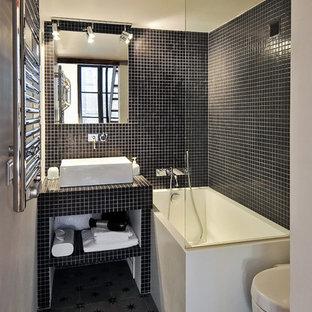 Idées déco pour une petite salle de bain principale contemporaine avec une vasque, un plan de toilette en carrelage, un combiné douche/baignoire, un carrelage noir, carrelage en mosaïque et un mur blanc.