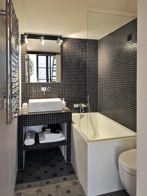 salle de bain avec un plan de toilette en carrelage. Black Bedroom Furniture Sets. Home Design Ideas