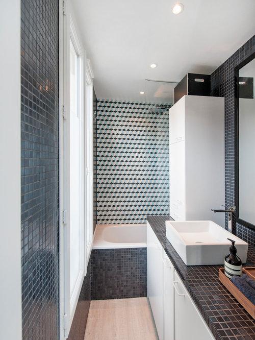 Salle de bain avec un plan de toilette noir photos et for Carrelage ardoise noir